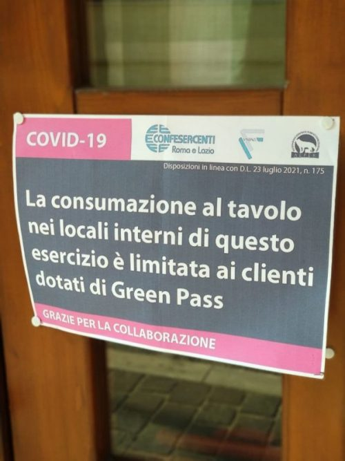 Restaurant notice in Italy: only Green Pass patrons can enter
